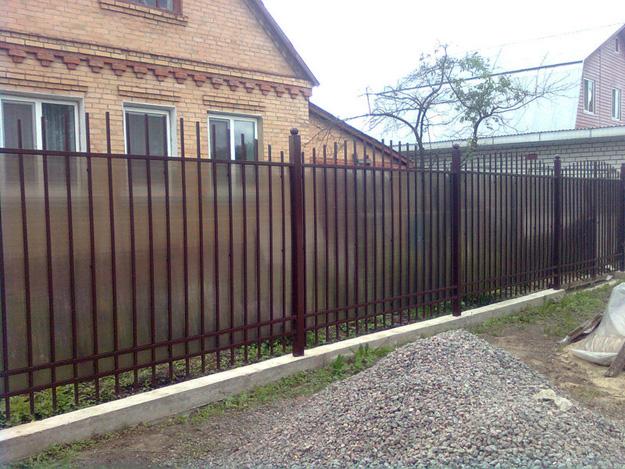 забор из поликарбоната цена