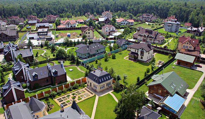 дом в деревне или коттеджном поселке